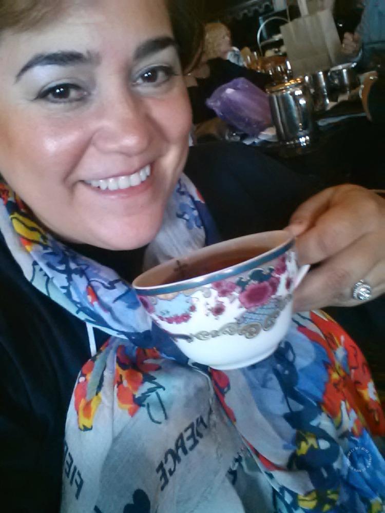 La Chef Adriana Martin disfrutando de la hora del té en el Fairmont Empress in Victoria