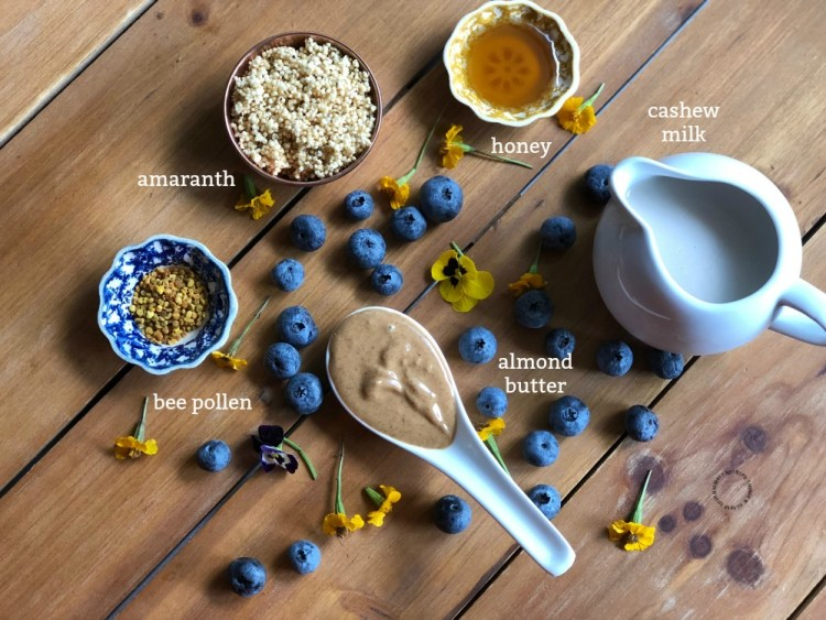 Ingredients for the blueberry power smoothie bowl