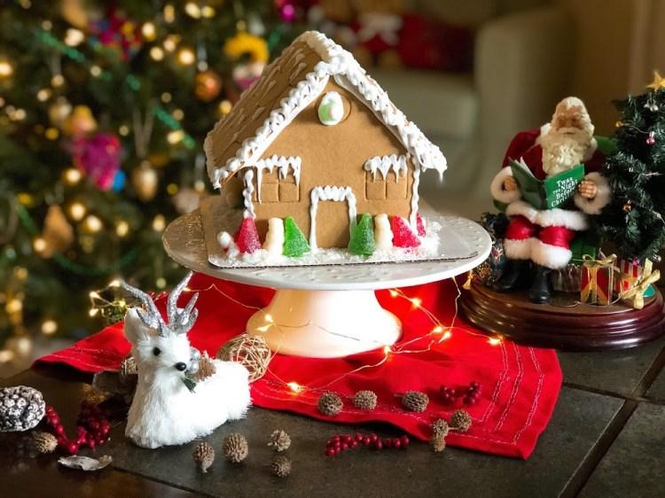Decorando casitas de jengibre para la Navidad