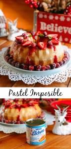 Pastel Imposible con salsa de fresa y arandanos