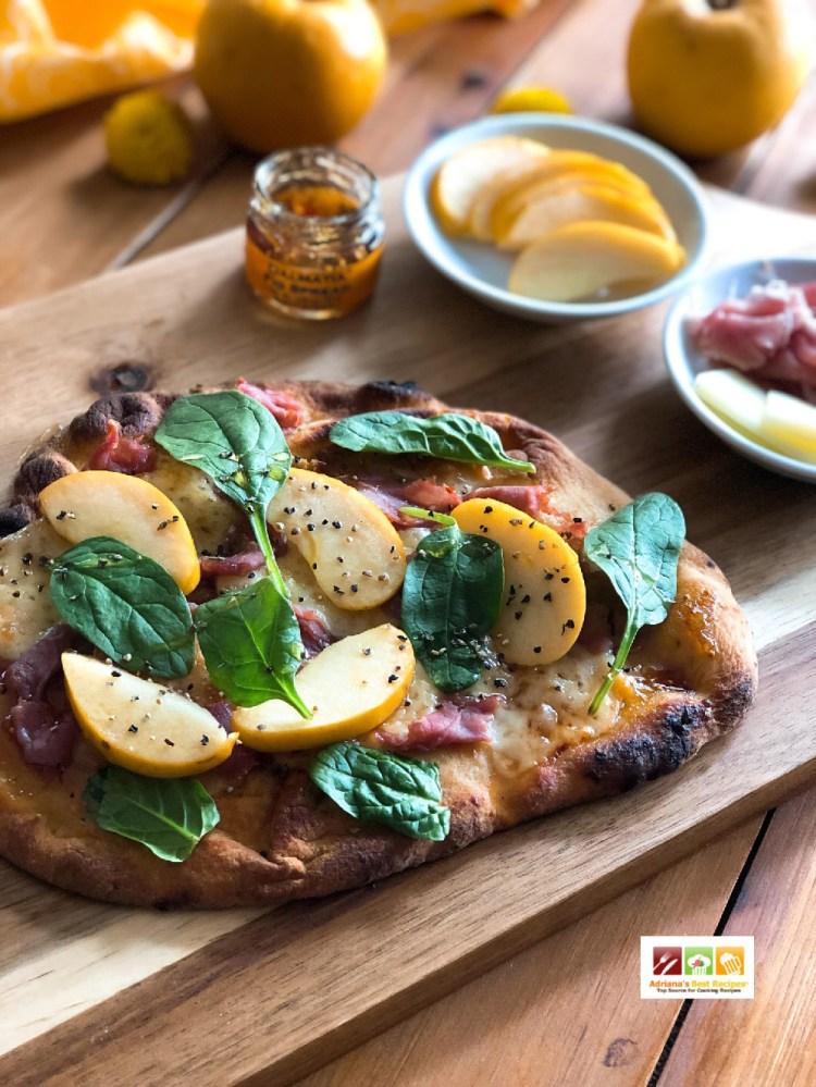 Exquisita pizza de jamon serrano y manzana