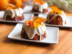 El mes de mayo es mi cumpleaños por eso preparé estas rosquitas de naranja cara cara. Unos pastelitos deliciosos.