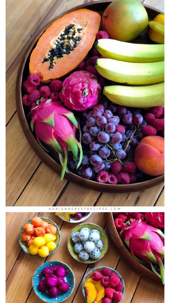 Plato delicioso con pitaya, duraznos, frambuesas, uvas, papaya y plátanos.