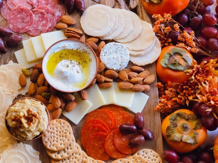 This is the Thanksgiving Charcuterie Board with cold cuts, cheese, nuts and fruits to add to the appetizer table