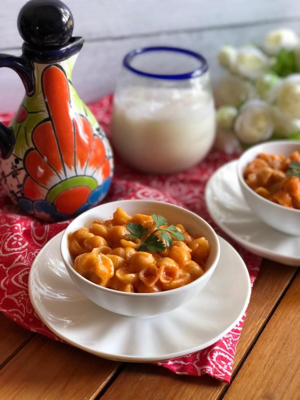 La pasta de conchitas con queso son un platillo sencillo y delicioso.