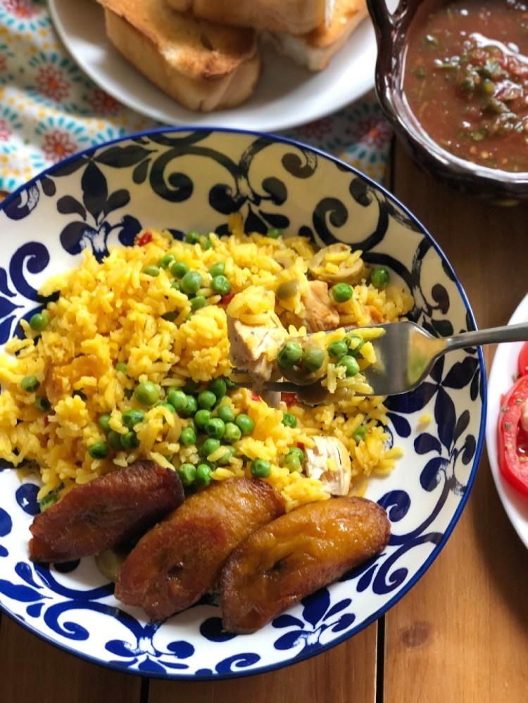 Toma un tenedor y disfruta de un platillo clásico de la cocina cubana. Servido con todas las guarniciones.