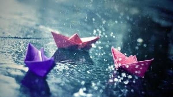 poze-de-toamna_barcute-de-hartie-in-ploaie