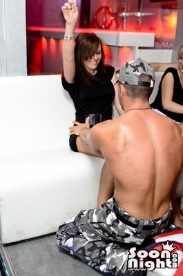 adriano stripteaseur militaire