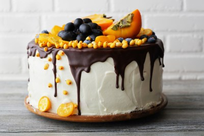 Iced cake with fruits and cream