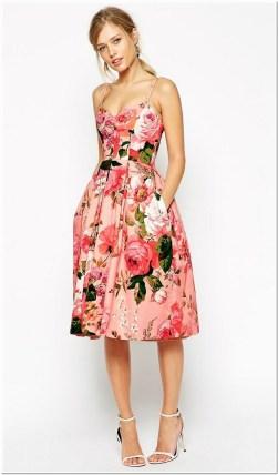 Model dress pendek motif bunga