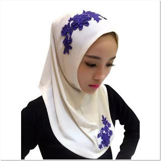Model Hijab Dengan Renda Bordir Tempel