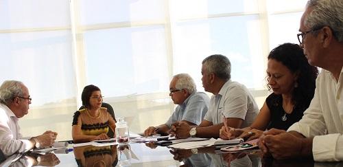 Diretoria da ADUSC solicita informações sobre insalubridade e carreira em reunião com a reitora Adélia Pinheiro