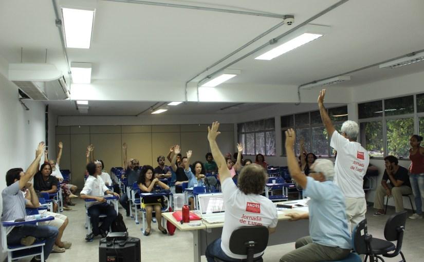 Assembleia da ADUSC aprova paralisações em outubro e estado de greve