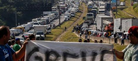 CSP-Conlutas chama Greve Geral. Apoio aos caminhoneiros e contra a intervenção do Exército!