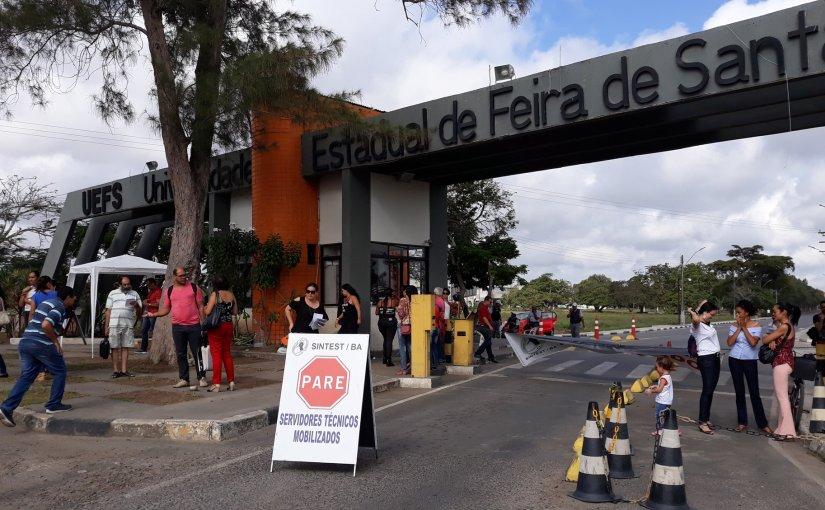 Técnicos-administrativos das Ueba paralisam por 24h e sofrem ameaças de corte de ponto