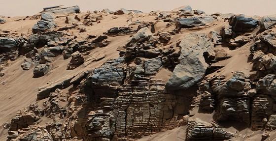 Sinais de sedimentos de um lago em Marte fotografados pelo jipe-robô Curiosity