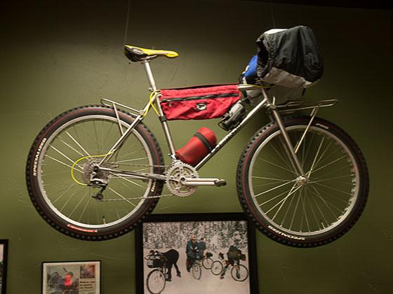 Les randonnées et courses hivernales de longue distance se poursuivirent pendant les années 90. En 2000, Mike Curiak a remporté la première course Iditarod Impossible to Nome en poussant et pédalant son vélos sur 1000km pendant 15 jours. Il utilisait un cadre sur mesure Willits fabriqué par Wes William du Colorado autour des jantes Remolino et de pneus de 3 pouces.