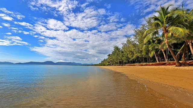 best beaches in Cairns Holloways Beach
