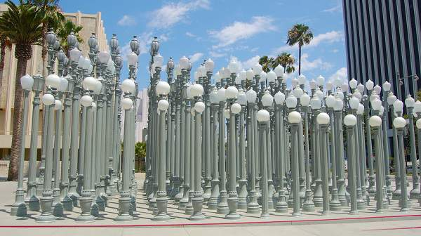 The Best Free Things To Do In Los Angeles - LACMA lights - streetlight exhibit