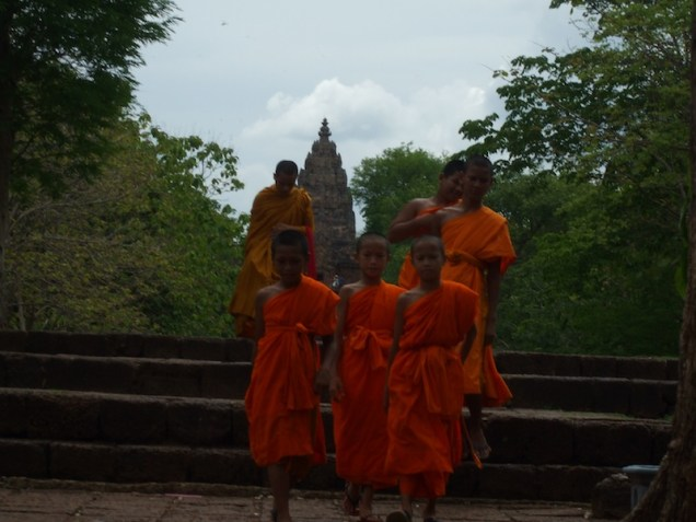 Buri-Ram-Phanom-Rung-Monks