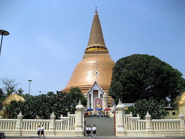 Wat Phra Pathom Chedi in Nakhon Pathom – The tallest stupa in Thailand