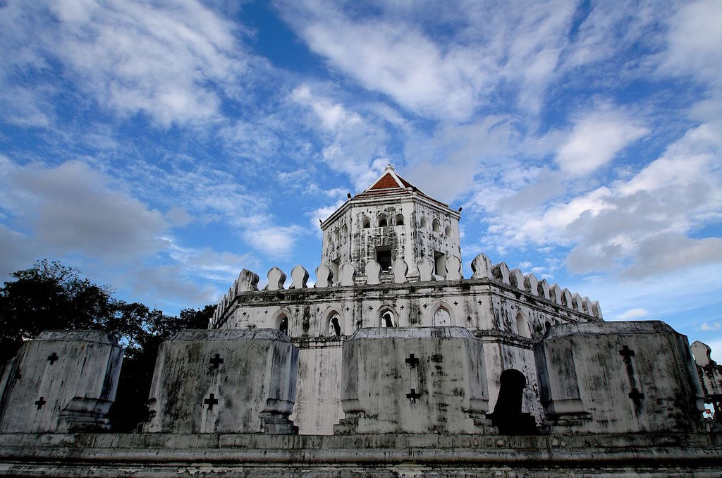Phra Sumen Fort (ป้อมพระสุเมรุ) was built in 1782
