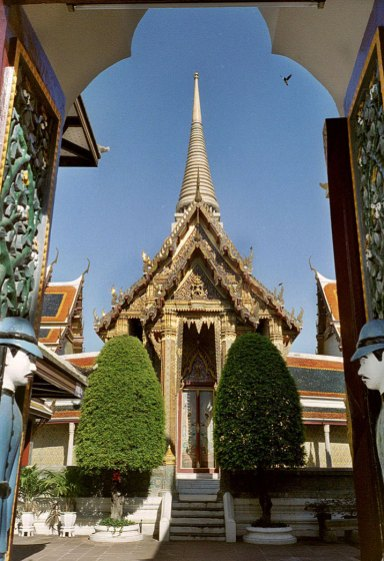 Wat-Ratchabophit-Bangkok-outside
