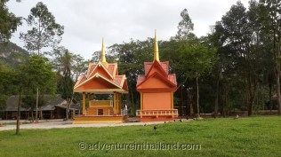 Wat-Tam-Pan-Turat-Khao-Sok-Temple-buildings2