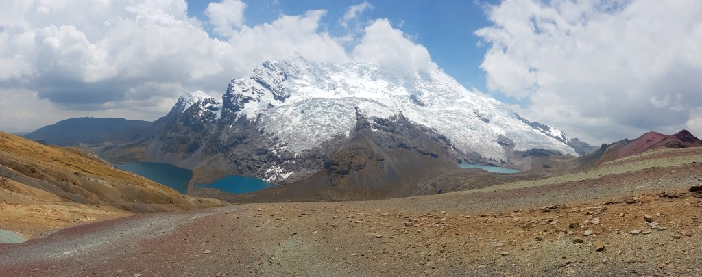 The stunning Ausungate Mountain with its glacier lakes.