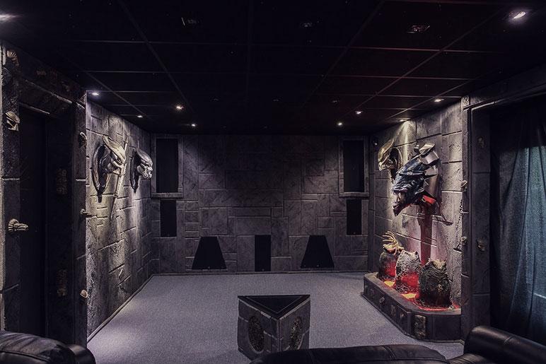 predator-house-corridor3-alien-head