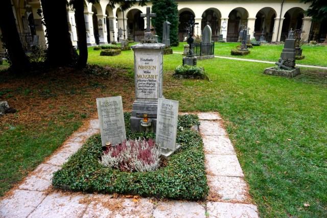 mozart-graves-salzburg-austria