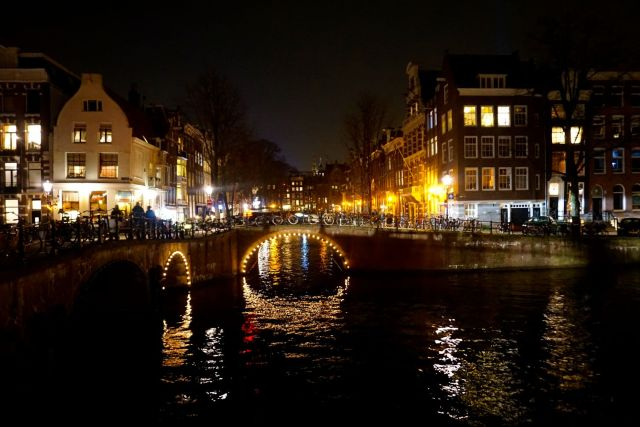 what to do in amsterdam canals at nights