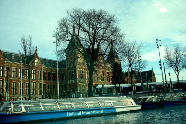 what to do in amsterdam canal cruise