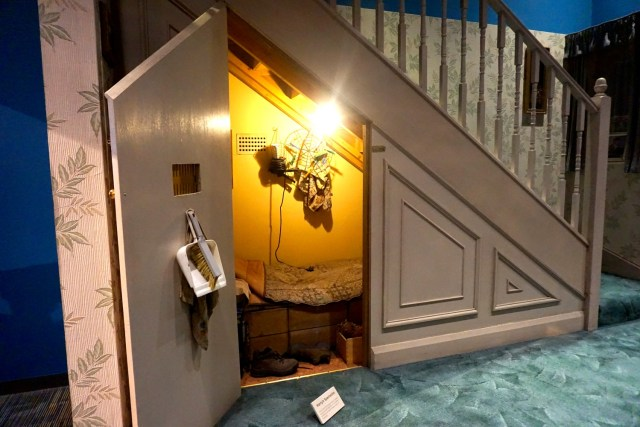 harry potter studios london cupboard under stairs