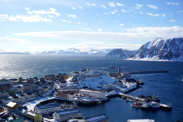 hurtigruten ms lofoten round voyage crossing the arctic circle