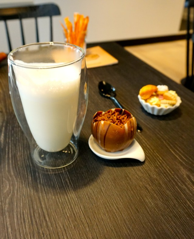 what to eat in belgium hot chocolate