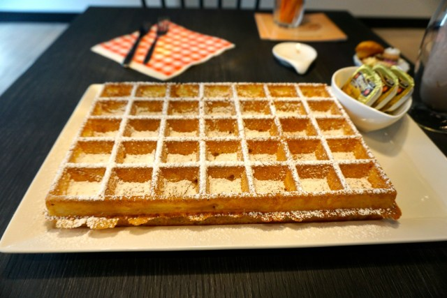 what to eat in belgium waffles
