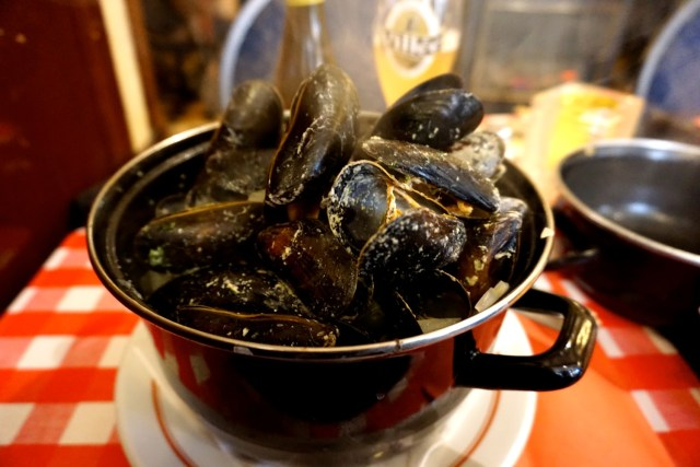 what to eat in belgium moules frites