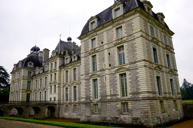 day trip to the loire valley from paris cheverny