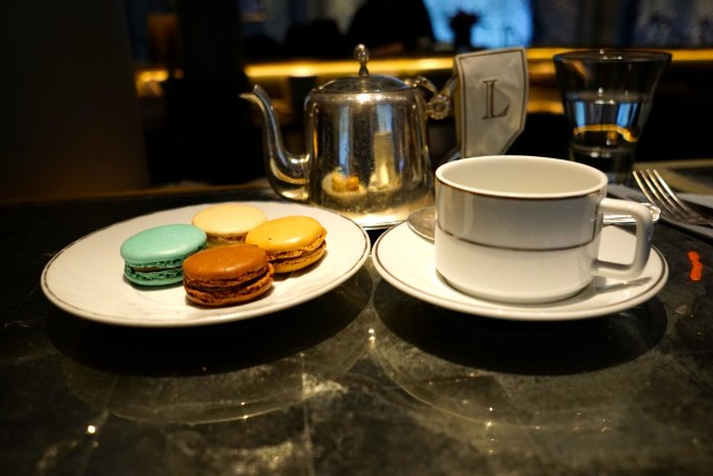 what to eat in france macaroons