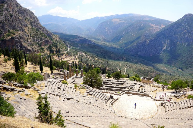 delphi meteora two day tour athens