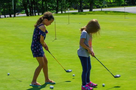 girls putting