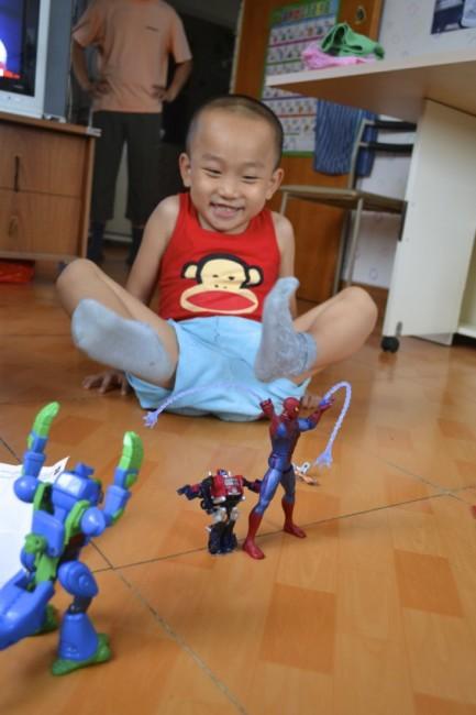 Little kid playing China