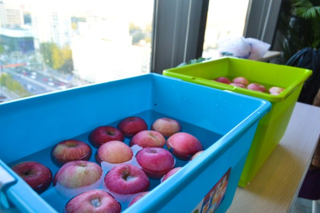 Hallowen apple bobbing