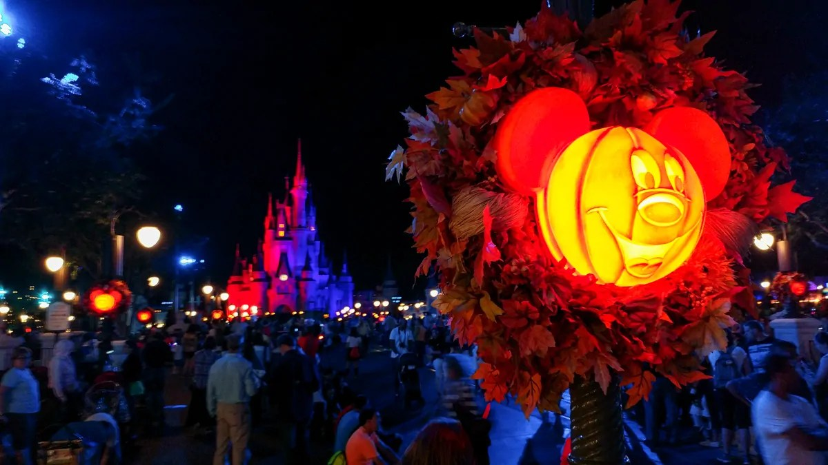"10 mickey's not so scary halloween party ""must-dos"""