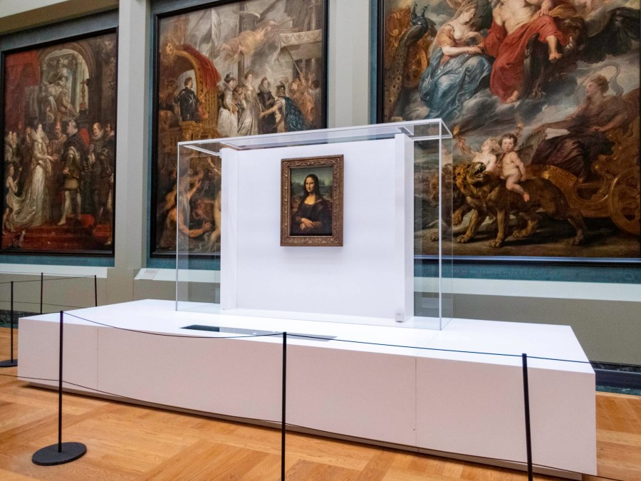 Mona Lisa, Louvre Museum, Paris, France