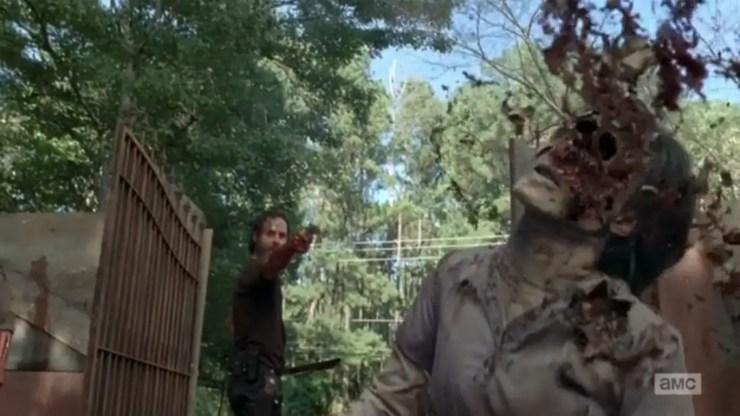 the-walking-dead-episode-509-rick-shoots-walker