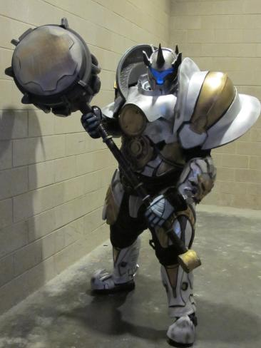 reinhardt-cosplay-by-thatgearsguy