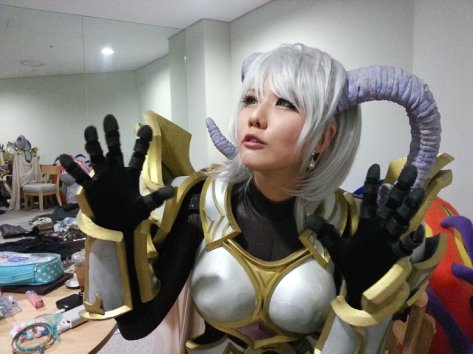 world-of-warcraft-yrel-cosplay-by-sinme-2