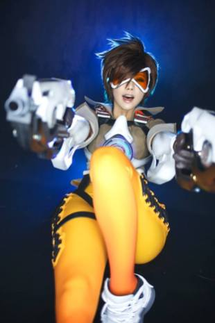 overwatch-tracer-cosplay-by-tasha-12